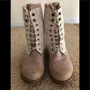 💕🌸ROXY Suede and Lace Hiking Boots 🌸💕